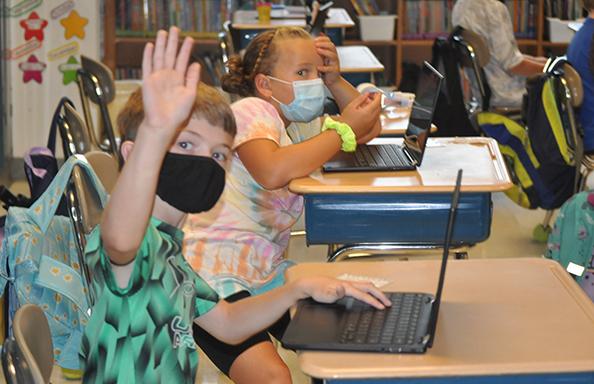 SR Students at Laptop